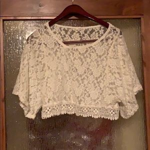Tops - Cropped lace top